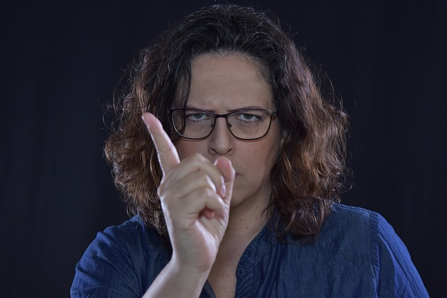 8 ways to recognize a scorner